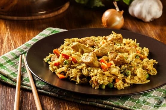 Пилешко филе с ориз, ананас и зеленчуци - изображение