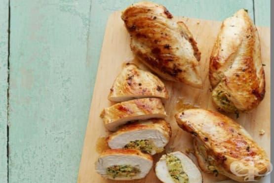 Пълнени пилешки гърди с артишок и бадеми - изображение