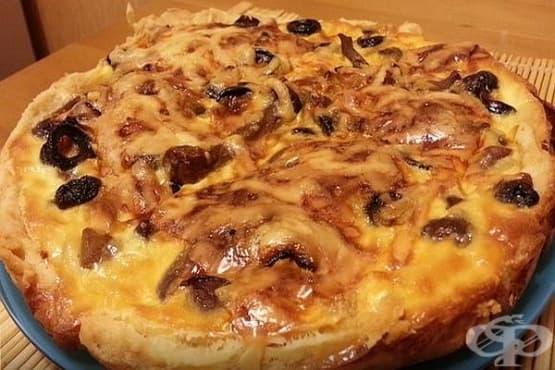 Питка с гъби, маслини и млечна заливка - изображение