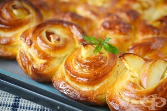 Розички от тесто с ябълкова плънка - изображение