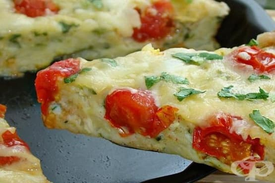 Пица от тиквички с домати, кашкавал и яйца - изображение