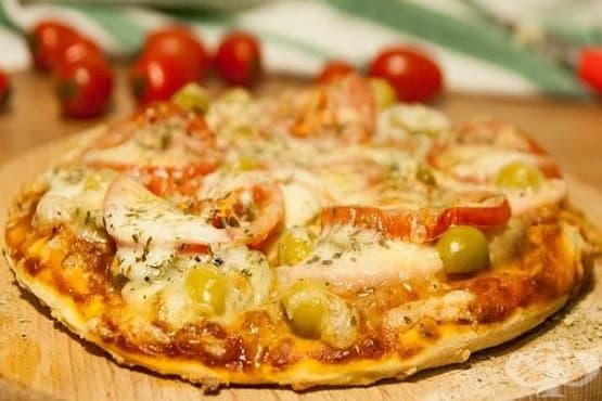 Пица с кайма, гъби и моцарела - изображение