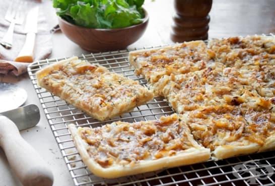 Лучена пица с кайма и крема сирене - изображение