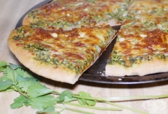 Кашкавалена пица с песто от кориандър - изображение