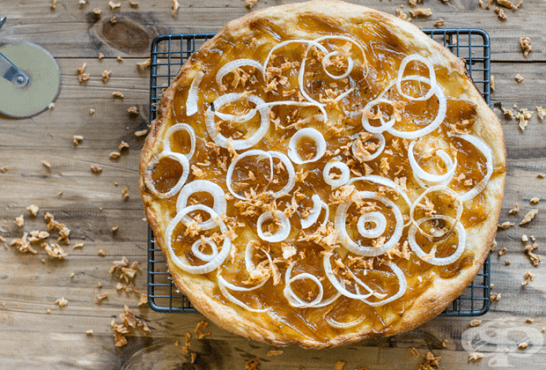 Хрупкава лучена пица - изображение