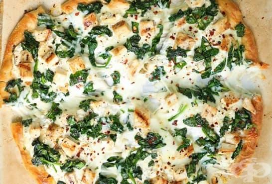 Пица Бианка с рукола, спанак и пиле - изображение