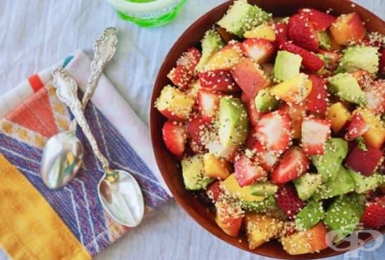 Плодова салата с авокадо и семена - изображение