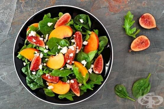 Плодова салата с рукола и прошуто - изображение