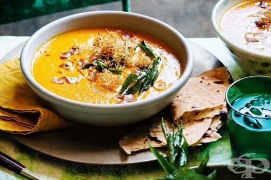 Пикантна постна морковена супа с къри и червена леща - изображение