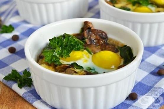 Печени пъдпъдъчи яйца със спанак, сирене и гъби - изображение