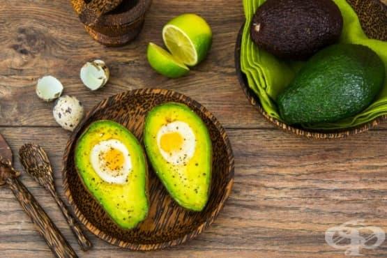 Печени пъдпъдъчи яйца в авокадо - изображение