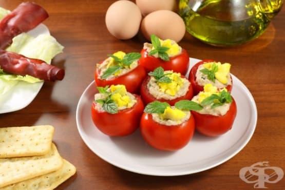 Домати с яйчена плънка и горчица - изображение