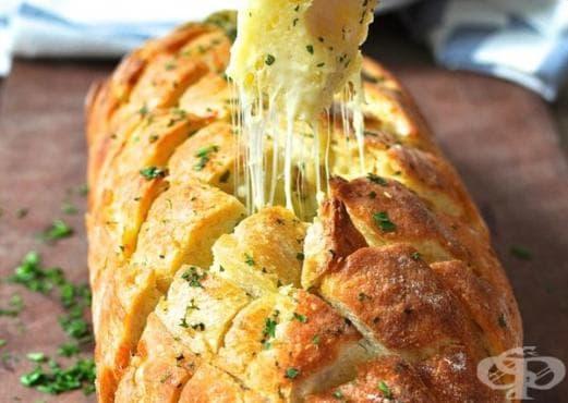 Пълнен хляб с чесново масло и кашкавал - изображение