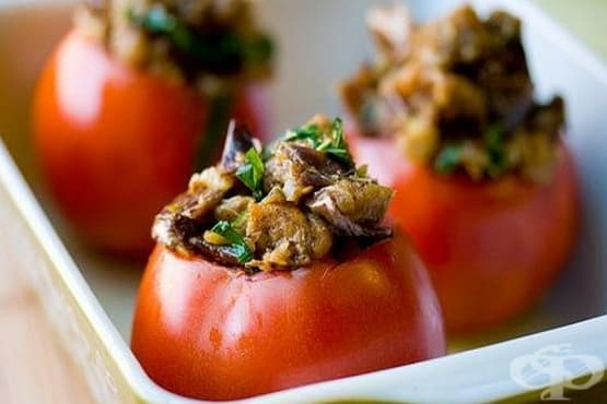 Пълнени домати с гъби, моркови и лук - изображение