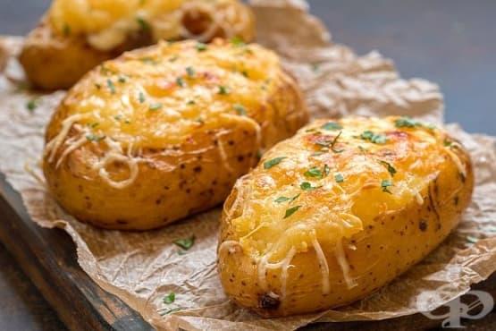 Печени картофи с риба тон, зелен лук и сирене Чедър - изображение