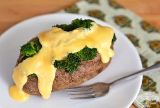 Пълнени печени картофи с бешамел, броколи и кашкавал - изображение