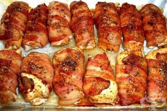 Пълнени пилешки гърди с шунка, ориз и чесън в бяло вино - изображение