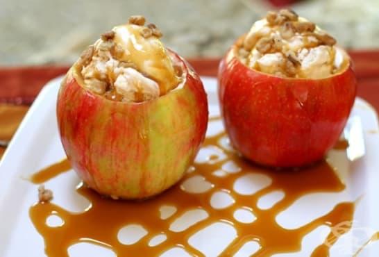 Пълнени печени ябълки с бисквитен маскарпоне крем - изображение