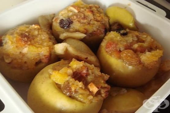 Пълнени ябълки с ориз, плодове и ядки - изображение