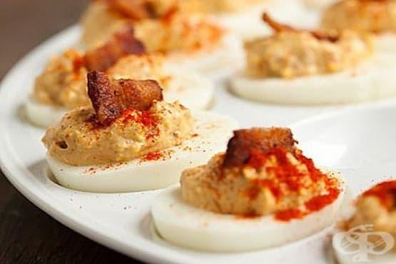 Пълнени яйца с бекон, майонеза и горчица - изображение