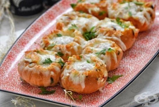 Пълнени чеснови хлебчета с кашкавал и кайма - изображение