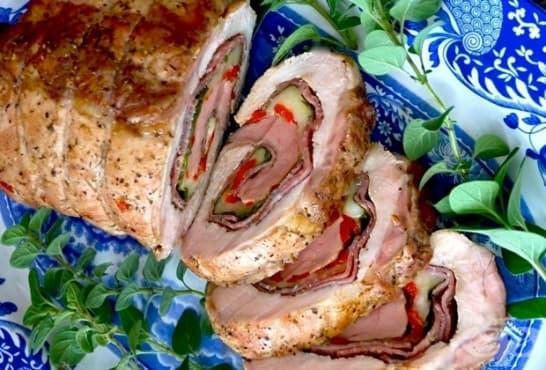 Пълнено руло със салам, спанак, моцарела и мариновани чушки - изображение
