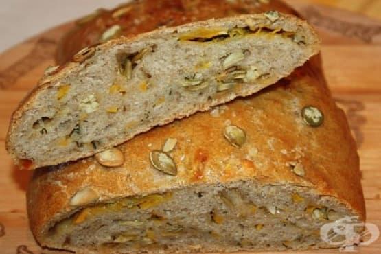 Пълнозърнест тиквен хляб със семена и лук - изображение