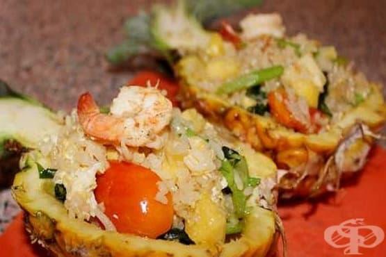 Пържен ориз със скариди в ананас - изображение