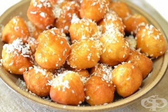 Пържени медени топчета (от тесто) с кокосови стърготини - изображение