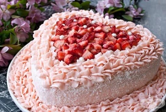 Торта Сърце с ягоди и млечен крем - изображение