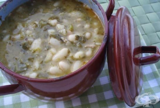 Бобена яхния с лапад и свинско месо - изображение