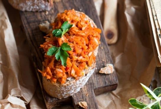 Разядка с моркови, чушки и чесън - изображение