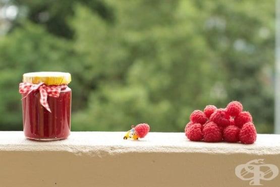Рецепти за домашно сладко от малини без захар и семки - изображение