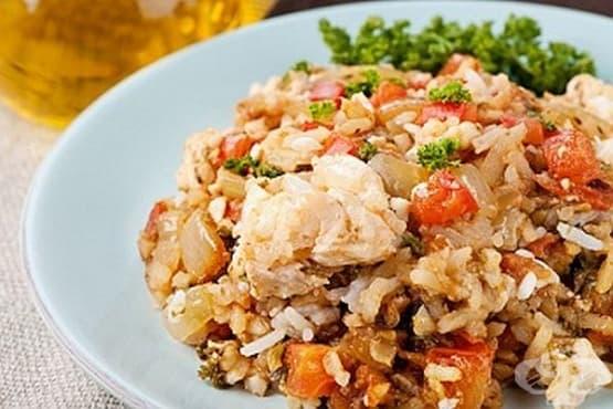 Риба с ориз, домати, бяло вино и чесън - изображение