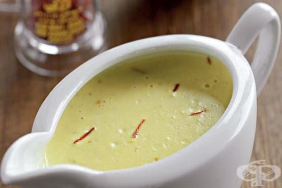 Сос от крем-фреш с рибен бульон и шафран - изображение