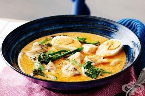 Рибена супа с червена къри паста - изображение