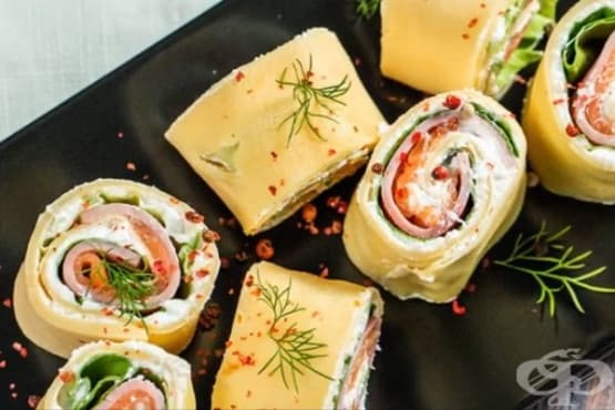 Рулца от палачинка с котидж сирене, шунка и сьомга - изображение
