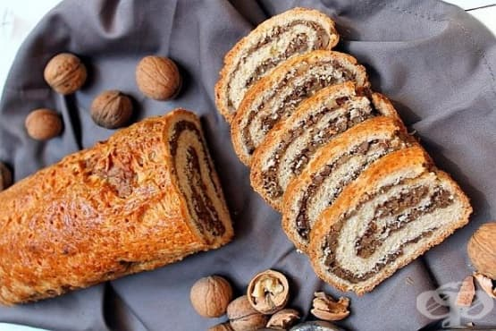 Руло с орехи и кайсии - изображение