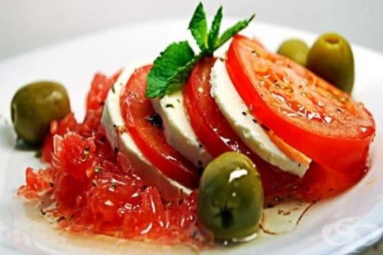 Салата от домати с крема сирене и грейпфрут - изображение