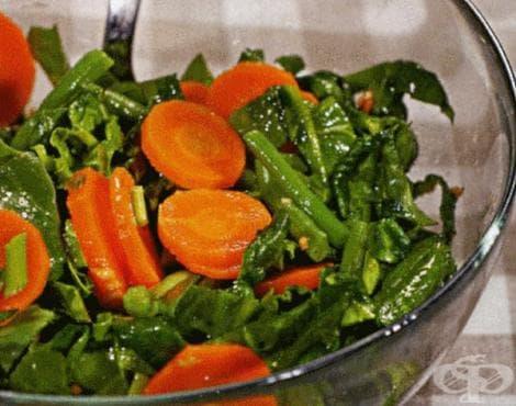 Салата от моркови със спанак и зелен фасул - изображение