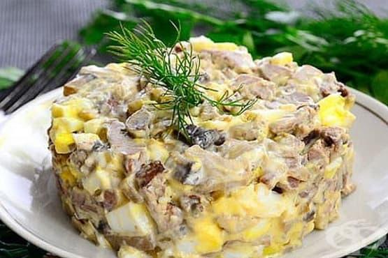 Салата от печурки и пилешки дробчета с яйца и майонеза - изображение
