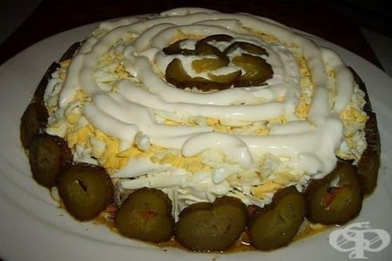 Салата от пилешки дробчета с гъби, топено сирене и кисели краставички - изображение
