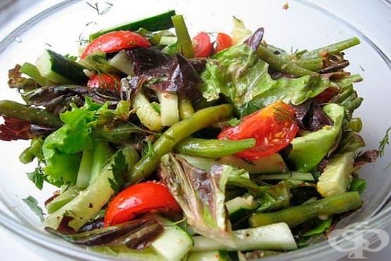Салата от зелен фасул, спанак и домати - изображение