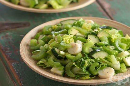 Плодово-зеленчукова салата от целина с банани, домати и ябълки - изображение