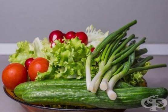 Пролетни салати от маруля с царевица - изображение