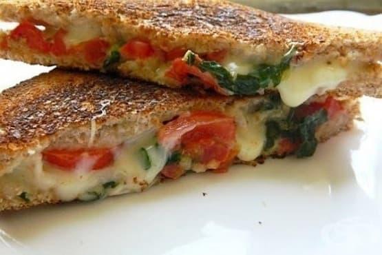 Топъл сандвич Капрезе - изображение