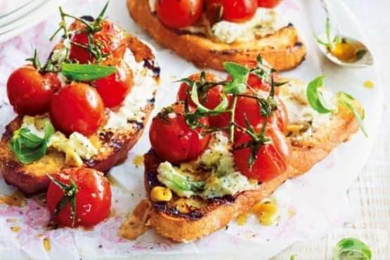 Печен сандвич с чери домати и козе сирене - изображение
