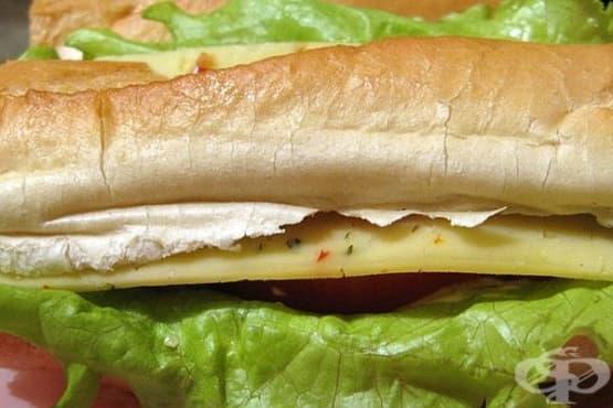 Сандвич от франзела с риба тон, кашкавал и майонеза - изображение