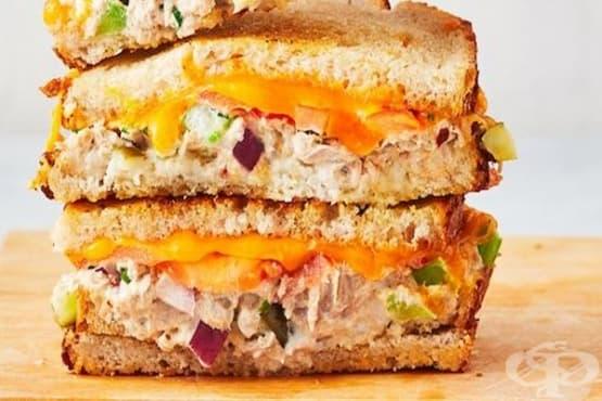 Сандвич на фурна с риба тон  - изображение