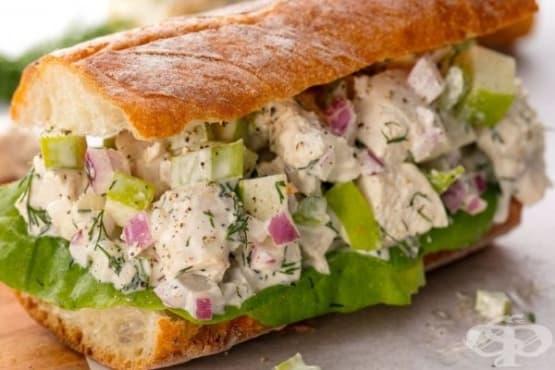 Сандвич със салата от пилешко и майонеза - изображение